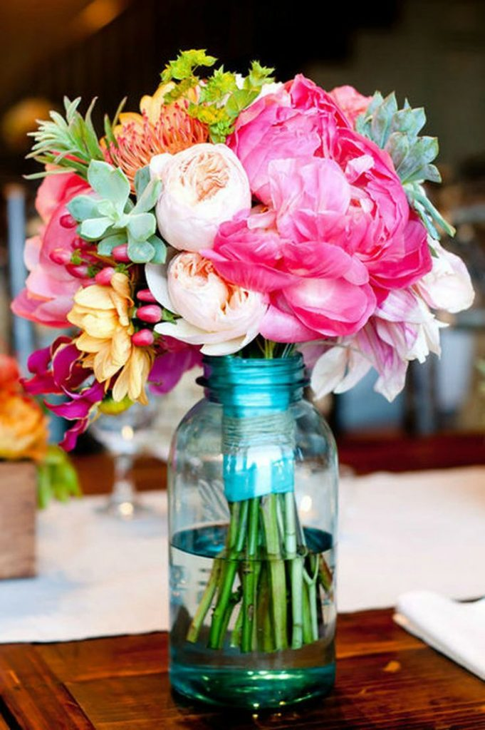 summer-wedding-mason-jar-floral-arrangements
