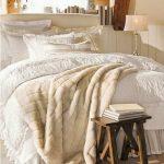 cozy-winter-bedroom-decorations-31